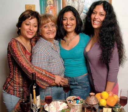 Sestra Tanja je novinar, mama Darinka, Nataša i sestra Biljana ekonomista